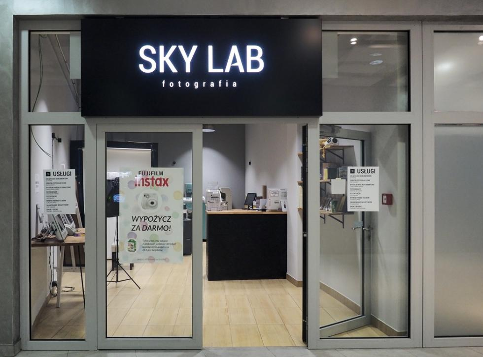 Sky Tower zprofesjonalnym sklepem ilaboratorium fotograficznym