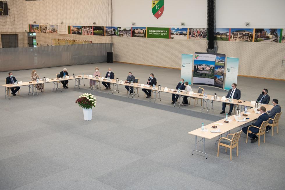 LG Chem przekazuje 5 mln zł na modernizację infrastruktury wodociągowej wgminie Kobierzyce
